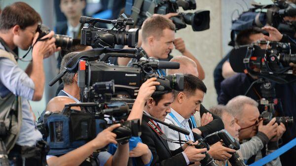 Австралийскую журналистку выгнали из парламента из-за откровенного наряда