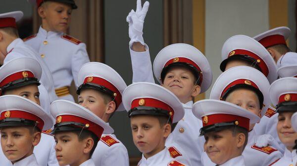 Курсанты Санкт-Петербургского Суворовского военного училища во время Дня знаний 1 сентября