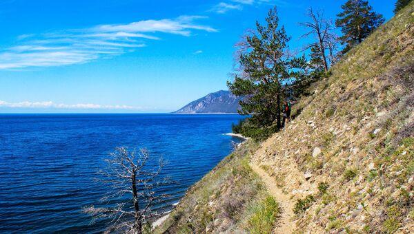 Большая Байкальская тропа в Прибайкальском национальном парке на берегу озера Байкал