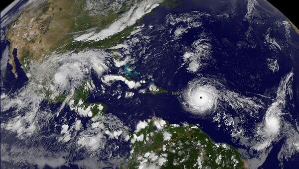 Вид из космоса на шторм Ирма