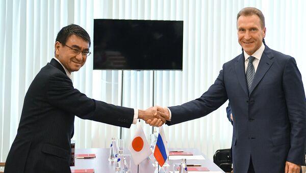 Встреча первого вице-премьера РФ И. Шувалова с главой МИД Японии Т. Коно в рамках ВЭФ