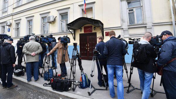 Журналисты у Басманного суда города Москвы, где рассматривается ходатайство следствия об аресте ивантеевского стрелка
