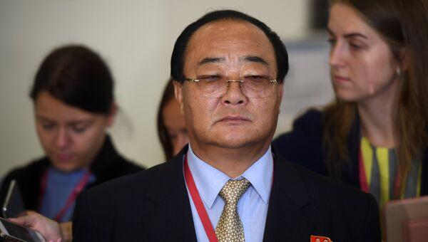 Министр внешнеэкономических дел КНДР Ким Юн Дже на Восточном экономическом форуме во Владивостоке. 7 сентября 2017