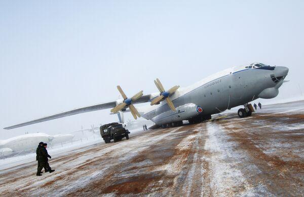 Военно-транспортный самолет АН-22.