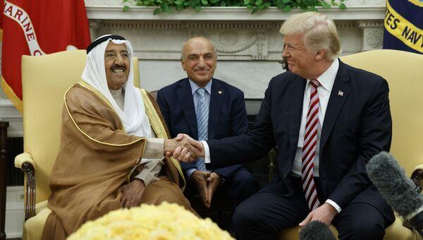 Дональд Трамп во время встречи с эмиром Кувейта — шейхом Сабахом аль-Ахмедом аль-Джабером ас-Сабахом в Овальном кабинете Белого дома. 7 сентября 2017