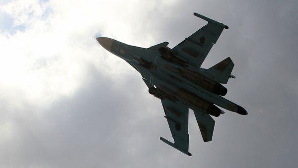 Российский истребитель-бомбардировщик Су-34 взлетает с авиабазы Хмеймим в Сирии. Архивное фото
