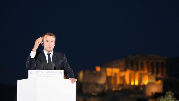 Президент Франции Эммануэль Макрон выступает на холме Пныкс в Афинах в рамках официального визита в Грецию. 7 сентября 2017
