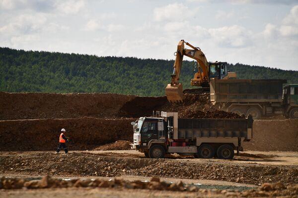 Солнцевский разрез стал первым предприятием, осуществляющим добычу угля открытым способом в Углегорском районе
