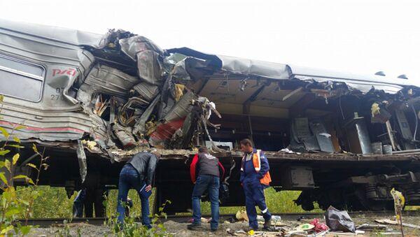 На месте столкновения пассажирского поезда и грузовика в Ханты-Мансийском автономном округе. Архивное фото