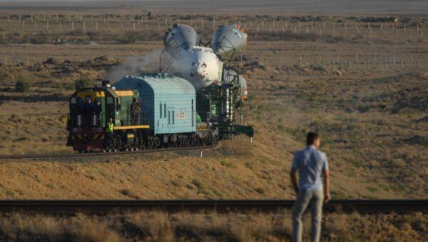 Вывоз ракеты-носителя Союз-ФГ с пилотируемым кораблем Союз МС-06 на стартовый стол первой Гагаринской стартовой площадки космодрома Байконур. 10 сентября 2017