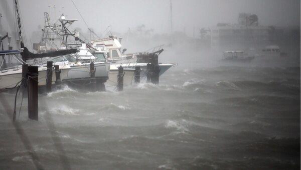 Лодки на причале Саут-Бич во время прибытия урагана «Ирма» на юг шатата Флорида в Майами-Бич, США. 10 сентября 2017