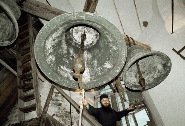 Колокола Пантелеймонова монастыря, расположенного на склонах святой горы Афон на восточном выступе Халкидского полуострова. Архив