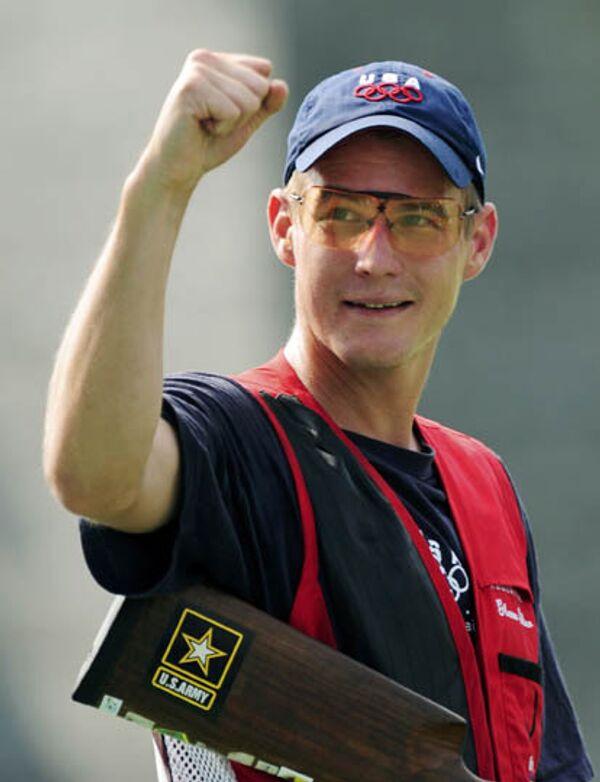 Американский стрелок Уолтон Эллер выиграл золото Олимпиады в дубль-трапе