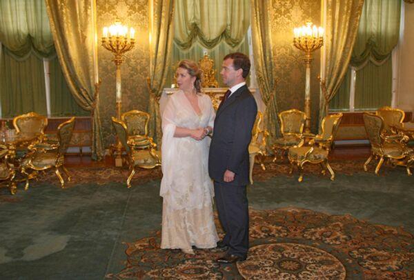 Президент России Дмитрий Медведев с супругой Светланой