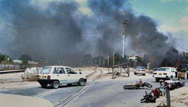 Более 20 заложников освобождены в военном комплексе в Пакистане, еще трое погибли