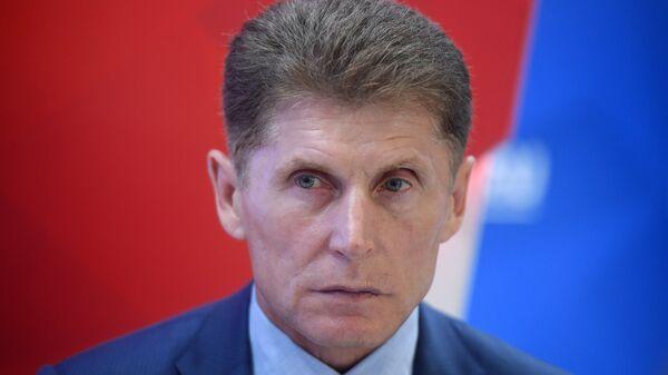 Губернатор Сахалинской области Олег Кожемяко во время интервью