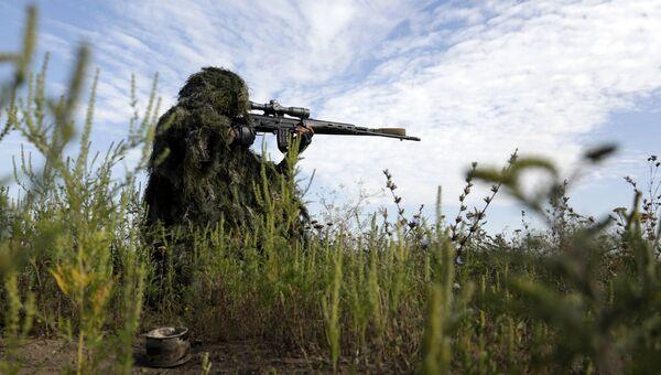 Украинский снайпер в Донбассе. Архивное фото