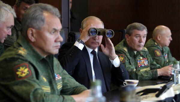 Владимир Путин во время инспекции учений Запад-2017. 18 сентября 2017