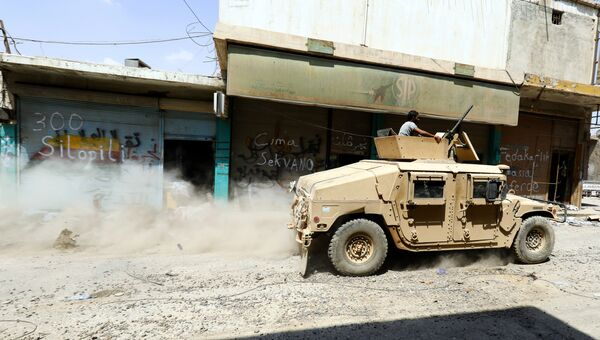 Автомобиль Сирийских демократических сил, поддерживаемых США на улице Сирии. Архивное фто