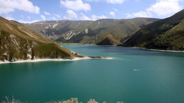 Юные экологи Дагестана очистили берега озера Кезеной-ам