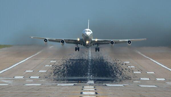 Самолет наблюдения США OC-135B. Архивное фото