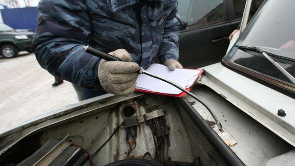 Проверка номера кузова автомобиля в пункте регистрации автотранспорта