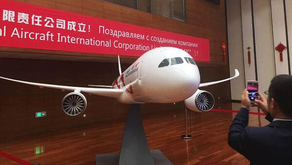 Проект совместного российско-китайского широкофюзеляжного дальнемагистрального пассажирского самолета CR 929. Архивное фото