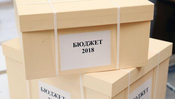 Коробки с документами и материалами закона О федеральном бюджете на 2018 год и на плановый период 2019 и 2020 годов. Архивное фото