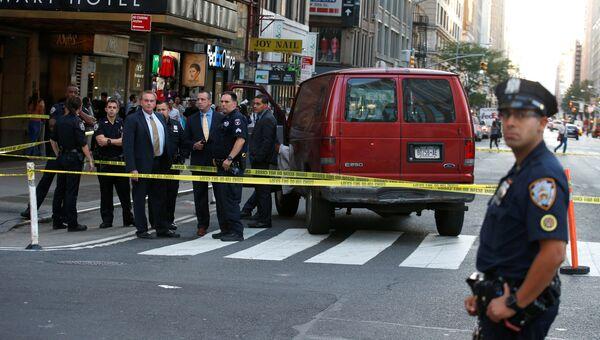 Полицейские на месте, где фургон въехал в пешеходов в Нью-Йорке. 29 сентября 2017