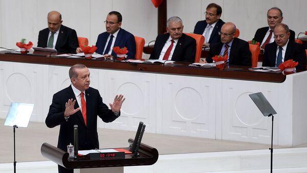 Президент Турции Тайип Эрдоган выступает на открытии осенней сессии турецкого парламента. 1 октября 2017