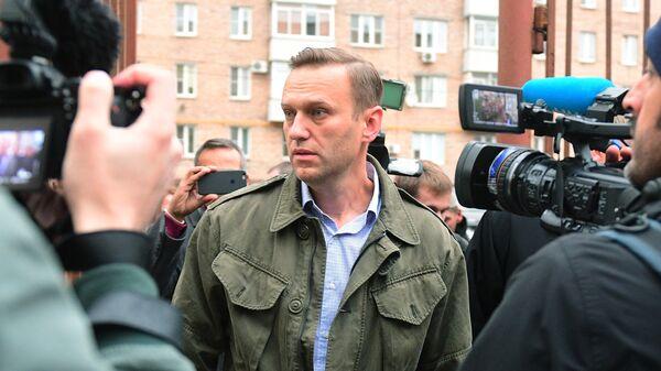 Алексей Навальный у здания Симоновского районного суда Москвы