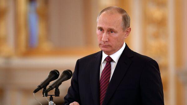 Владимир Путин выступает на церемонии вручения верительных грамот послов иностранных государств в Александровском зале Большого Кремлёвского дворца. 3 октября 2017