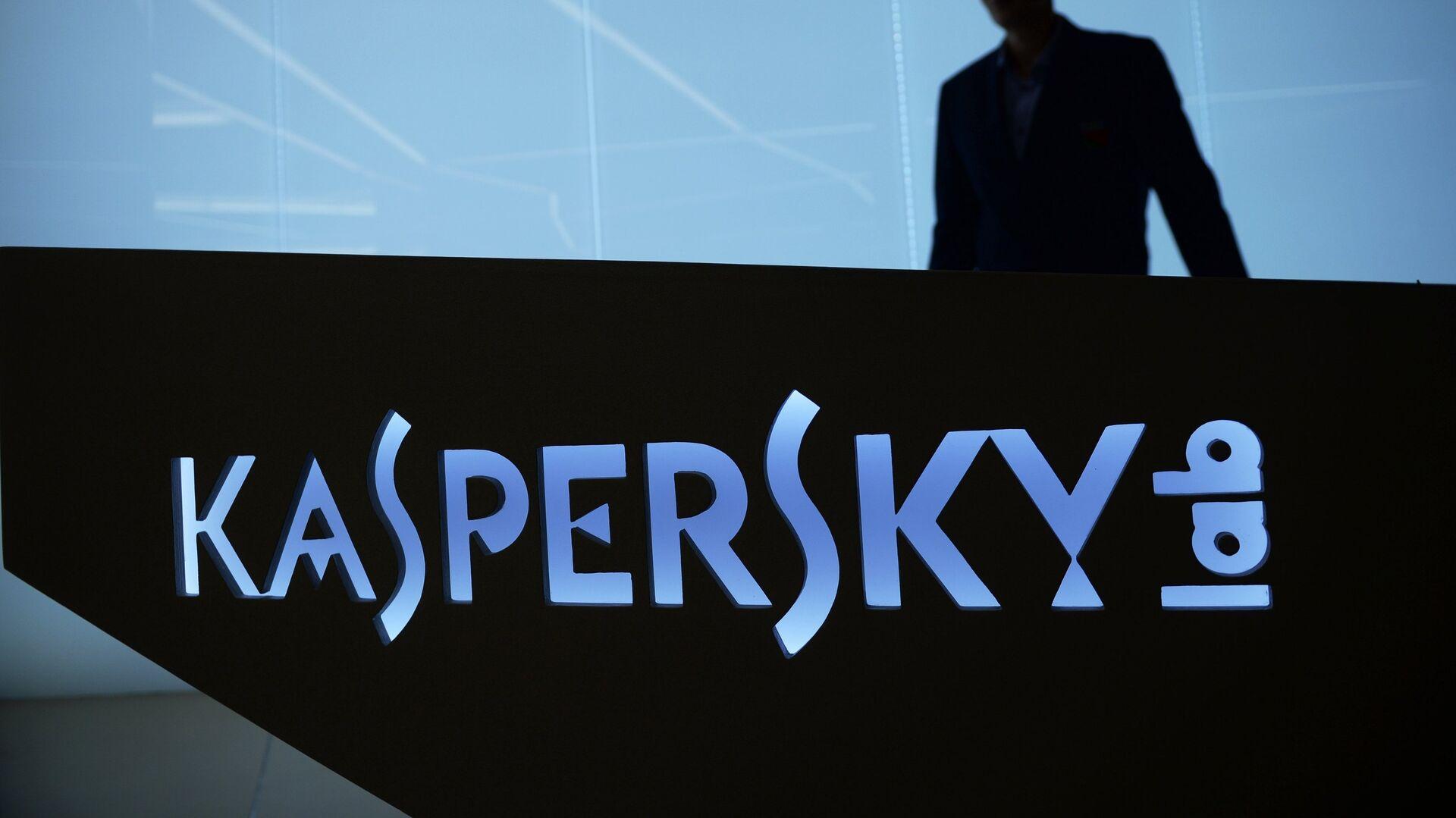 Мужчина в офисе компании Лаборатория Касперского в Москве - РИА Новости, 1920, 30.11.2020
