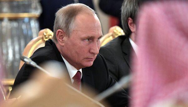 Президент РФ Владимир Путин во время российско-саудовских переговоров. Архивное фото