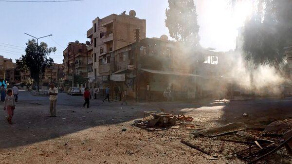 Последствия ракетного обстрела в сирийском Дейр-эз-Зоре