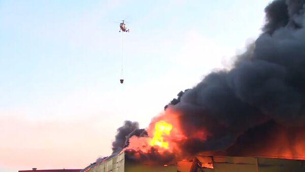 Крупный пожар в ТЦ Синдика тушили с  помощью вертолетов