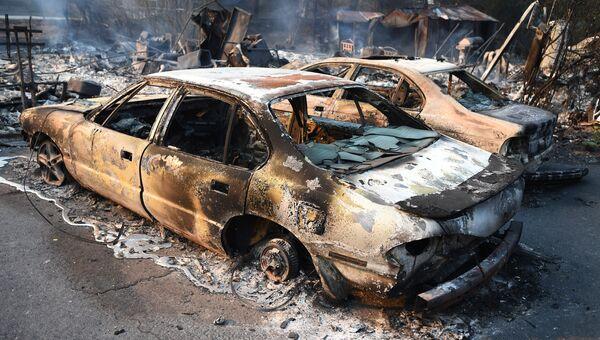 Сгоревшие автомобили в Долине Напа, Калифорния, США. 9 октября 2017