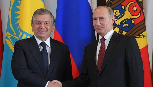 Президент РФ Владимир Путин и президент Узбекистана Шавкат Мирзиеев. Архивное фото