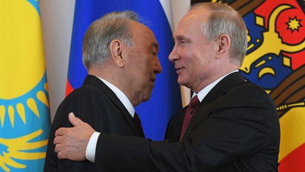 Президент Казахстана Нурсултан Назарбаев и президент РФ Владимир Путин. Архивное фото