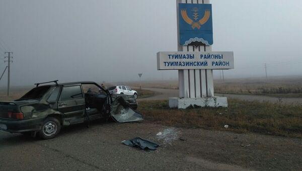 Последствия ДТП с автомобилем ВАЗ-2115, въехавшем в группу школьников в Башкирии. 13 октября 2017