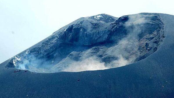 Кратер на вершине Анак-Кракатау