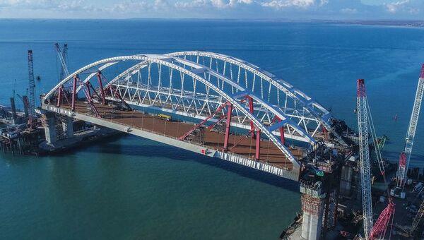 Завершение работ по установке по установке автодорожной арки Крымского моста. 13 октября 2017