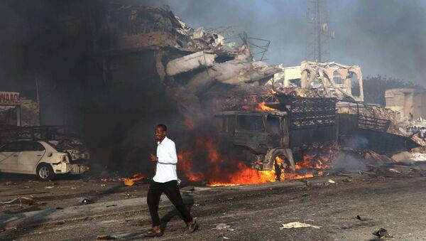 На месте врзыва в районе Ходан горада Могадишо в Сомали. 14 октября 2017