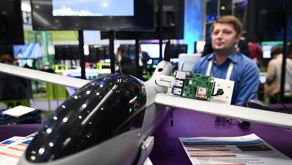 Беспилотник, демонстрируемый на выставке в рамках международного форума Открытые Инновации- 2017. 16 октября 2017