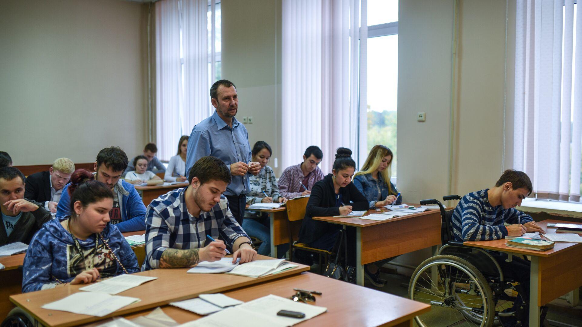 Студенты на занятиях - РИА Новости, 1920, 05.02.2021