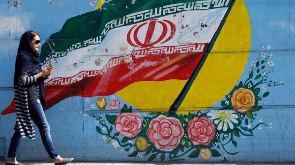 Граффити с изображением флага Ирана в Тегеране. Архивное фото