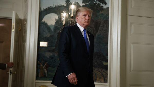 Президент США Дональд Трамп после заявления об Иране в Дипломатической комнате Белого дома в Вашингтоне, США. 13 октября 2017