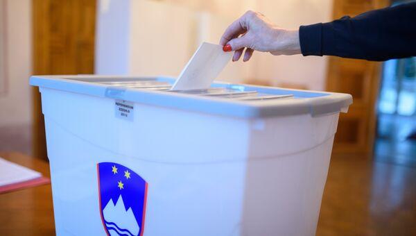Голосование на избирательном участке в Словении