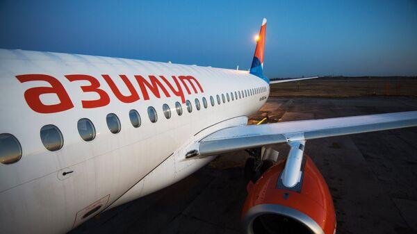 Самолет Sukhoi Superjet 100 новой авиакомпании Азимут в Новосибирске