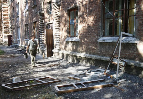 Жители города Лозовая Харьковской области, где горит военный склад